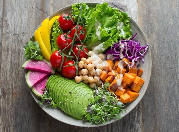 salad with avacado
