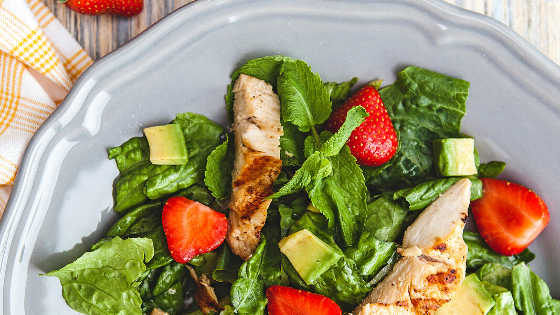 strawberry spinach salad for healthy lunches