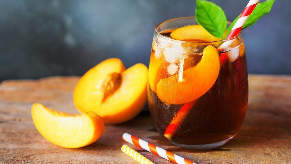 glass of peach iced tea